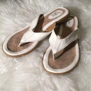 b O C sandals 9 M